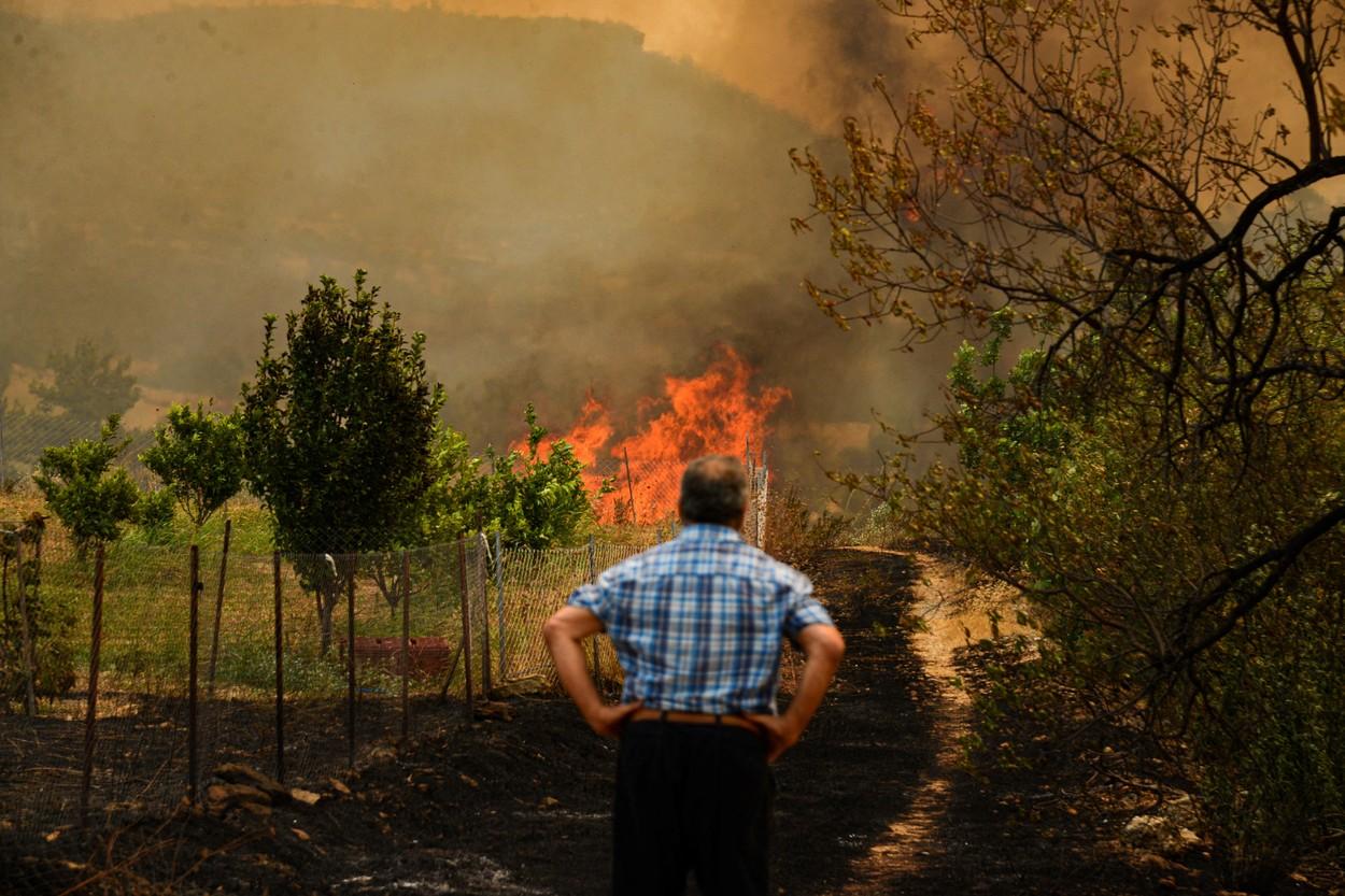 Troje mrtvih, evakuirano desetak sela, više od  4000 vatrogasaca na terenu