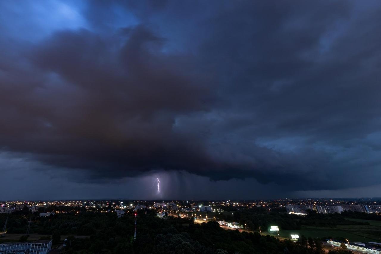 Na Dan pobjede izgleda da će biti olujno uz grmljavinske pljuskove, a evo kada se vraćamo ljetnom režimu